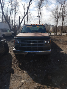 I AM SELLING MY 1994 Chevrolet C3500 DIESEL FLATBED TOW TRUCK