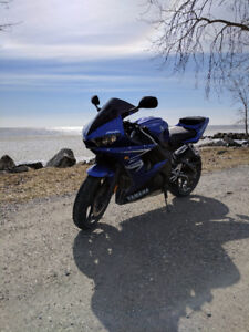 Yamaha R6 s for sale , mint condition. LOW KM