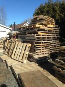 Palettes en bois franc pour le feu  ou autre $2 chaque