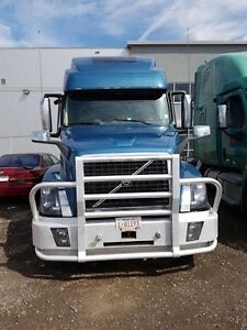 2015 VOLVO 780 WITH EXTENDED WARRANTY AND MOOSEBUMPER