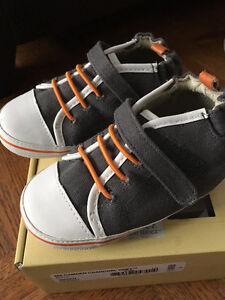 BNIB Robeez Boys Mini Shoez - 18-24 mths (Size 6)