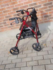 Marchette à 4 roues avec siege / walker with seat