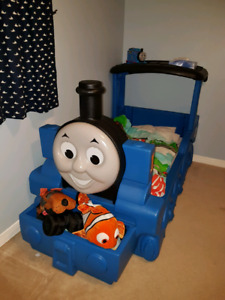 Thomas the tank engine train toddler bed