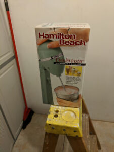 DRINK/SMOOTHIE MIXER by Hamilton Beach (NEVER USED)