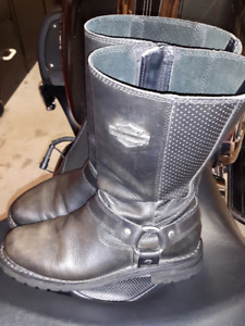 Ladies size 7-1/2 HD Boots