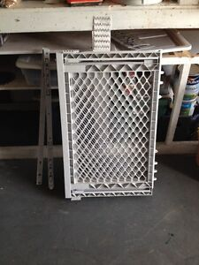 Expandible baby gate