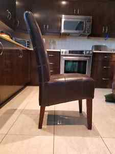 4 brown leather chairs / 4 chaise en currently brun West Island Greater Montréal image 2