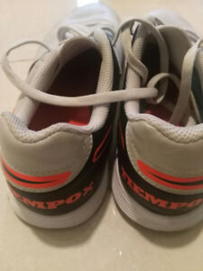 Nike Indoor Court Shoes (Size: 4.5Y)