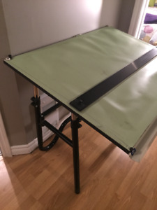 Drafting Table / Table à dessins