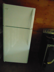 FRIGIDAIRE 18' T/M FRIDGE