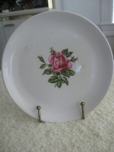 PLAIN SIMPLE ROSE-DESIGNED VINTAGE DOMINION CHINA 6-INCH PLATE W