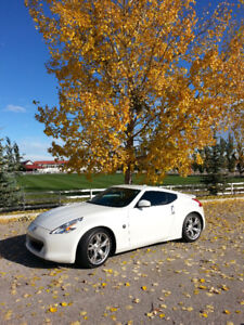 2009 Nissan 370z white w/ auto *mint condition, low kms*