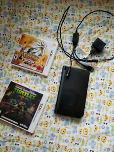 Nintendo 3ds xl 2 games and changer