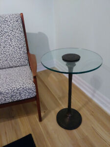 **Stunning BOMBAY glass table