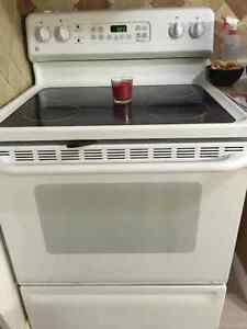 White GE Stove in good shape
