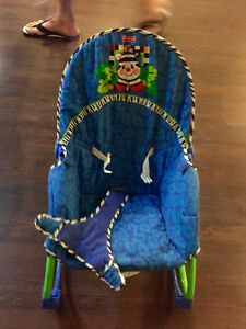 Vibrating baby sling back chair - barely used Kitchener / Waterloo Kitchener Area image 2