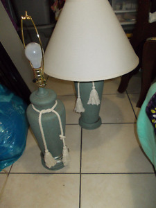 great overall condition yes there are 2 lamp shades