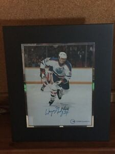 P/U LACOMBE- SIGNED WAYNE GRETZKY PHOTO