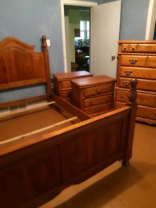 Queen size four piece bedroom suite