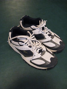 Running Shoes Boys size 4 like new