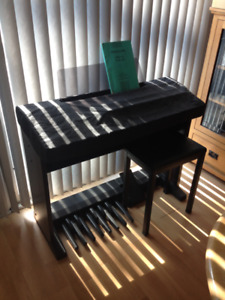 Yamaha electone HC-2 organ with cover and bench