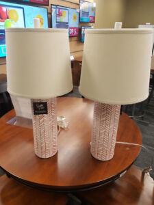 2 LAMPES ASHLEY BLANCHES ET ROUGES **LIQUIDATION**
