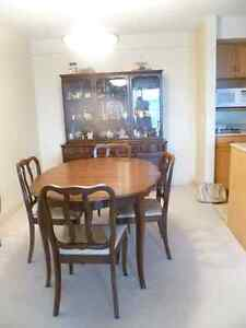 Selling Andrew Malcolm Diningroom set with Hutch