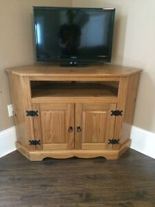 Wooden TV Stand !!