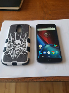 Moto g4 plus. Virgin mobile. 32 gigs with case