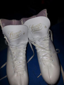 LADIES/GIRLS FIGURE SKATES