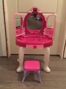 Toy vanity with stool