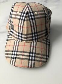 Burberry checked patter hat cap