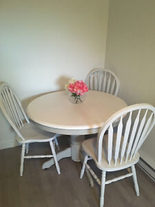 Beautiful table with 4 chairs