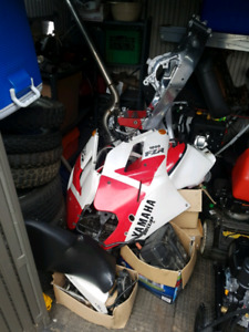 1991 Yamaha fzr 1000 parts. Frame with title.