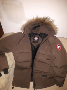 Women's size M Canada Goose Down filled winter jacket