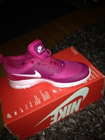 vnhvz Women\'s Pink Nike Roshe Run gym trainers - excellent condition