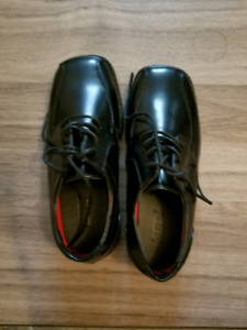 Boys size 3 dress shoes brand new