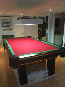 Table de billard avec accessoires - Pool table with accessories