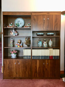 Set of 2 Beautiful Display Cabinets! Excellent Condition!
