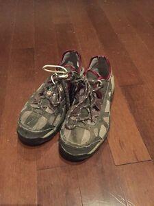 Women's steel toe shoe 7.5