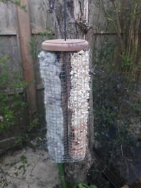 Nesting material dispencer