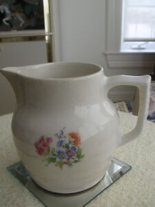 GRANDMA'S OLD VINTAGE ONE-LITRE MILK PITCHER [AS IS]
