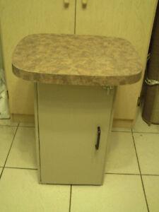 Petite table pour le salon , cuisine avec porte et tablette