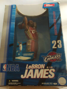 FIGURINE DE 12po DU KING DU BASKETBALL LEBRON JAMES CLEVELAND