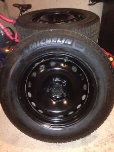 4--Michelin X-Ice 215/60 R16 Winter Tires and rims. (5 x 108 mm)