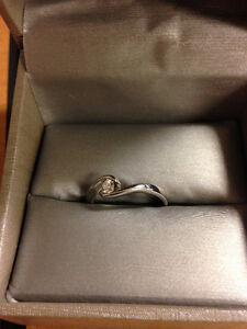 10K White Gold Ring, size 7