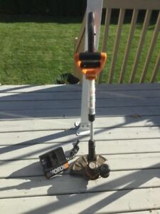 Cordless Worx grass trimmer / weed wacker