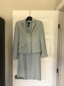 Tailleur veston et robe BCBG grandeur XS bleu pâle