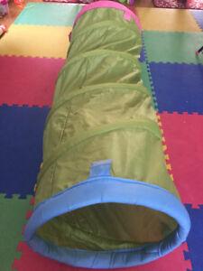 Tunnel en tissu pour enfant de 18 mois-5ans en bon état.