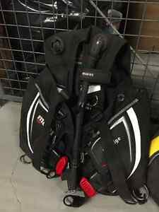 Scuba diving gear: BCD, full regulator set, fins